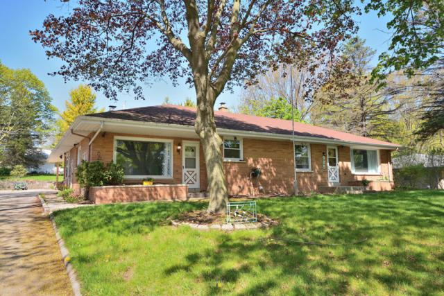 985 Chester St, Brookfield, WI 53005 (#1637446) :: RE/MAX Service First Service First Pros