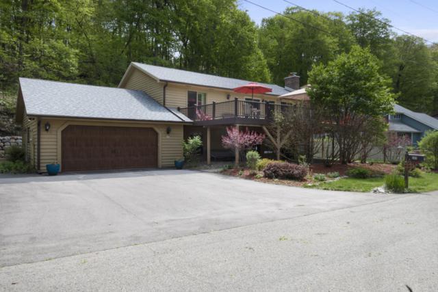 265 Jensen Dr, Fontana, WI 53125 (#1637699) :: Tom Didier Real Estate Team