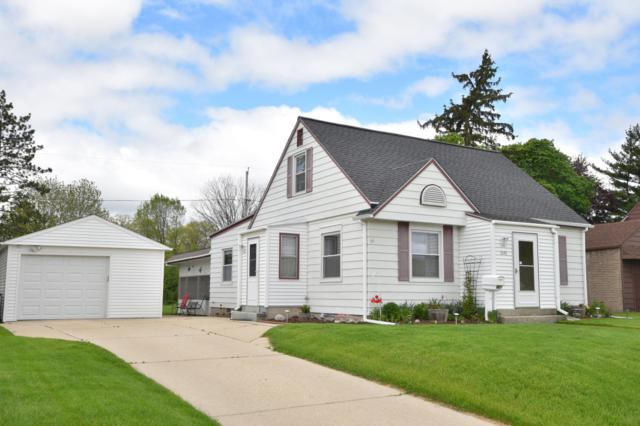 1040 Birchwood Dr, West Bend, WI 53095 (#1637949) :: RE/MAX Service First Service First Pros