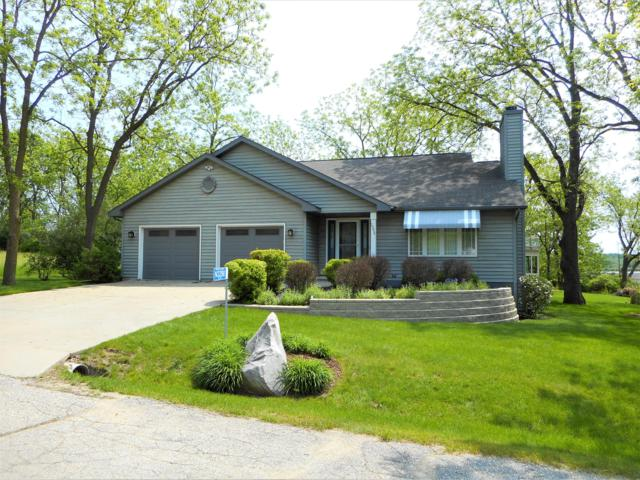 N3298 Ivy Rd, Geneva, WI 53147 (#1640800) :: RE/MAX Service First Service First Pros