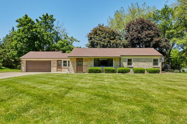 4685 N 148th St, Brookfield, WI 53005 (#1642426) :: RE/MAX Service First Service First Pros