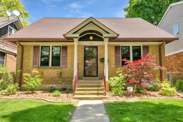4620 N Ironwood Ln, Glendale, WI 53209 (#1642524) :: RE/MAX Service First