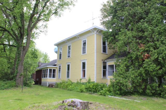 122 E School St, Sharon, WI 53585 (#1642529) :: Tom Didier Real Estate Team