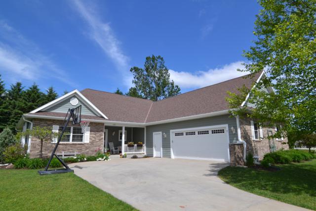 1457 Red Oak Dr, Hartford, WI 53027 (#1642612) :: Tom Didier Real Estate Team