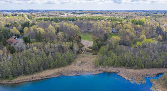 3530 Paradise Dr, West Bend, WI 53095 (#1643359) :: eXp Realty LLC