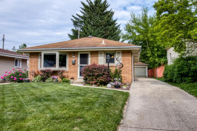 3122 S 97th St, Milwaukee, WI 53227 (#1643733) :: RE/MAX Service First Service First Pros