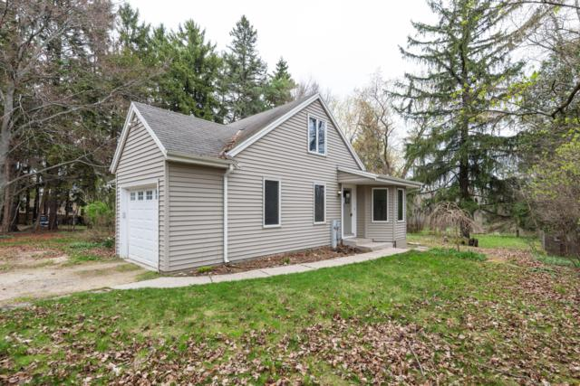 2096 Edgewater Dr, Grafton, WI 53024 (#1646087) :: RE/MAX Service First Service First Pros
