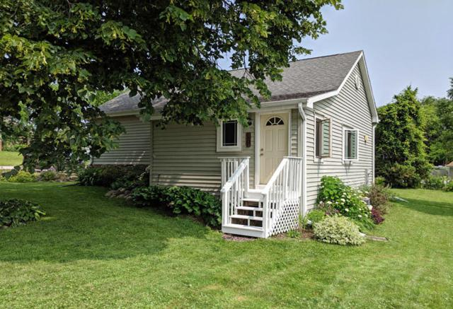 1505 3rd St, Delafield, WI 53018 (#1647237) :: RE/MAX Service First
