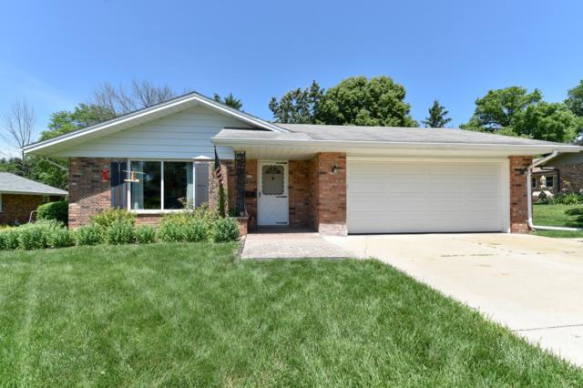 503 Oakview Dr, Slinger, WI 53086 (#1647694) :: Tom Didier Real Estate Team