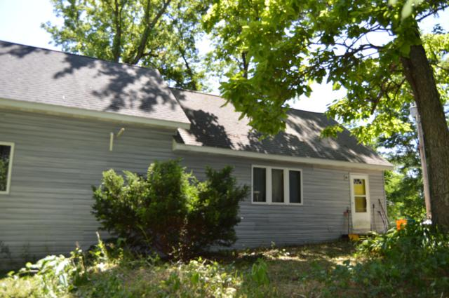 N2464 Giles Dr, Bloomfield, WI 53105 (#1648438) :: RE/MAX Service First
