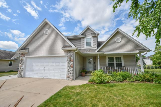 942 Spring Waters Dr, Oconomowoc, WI 53066 (#1648601) :: RE/MAX Service First Service First Pros