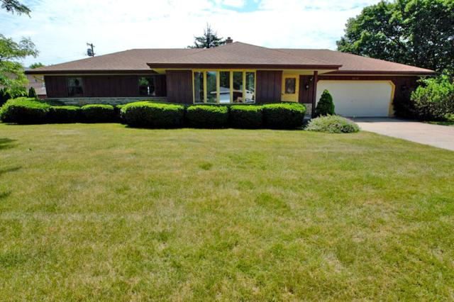 15801 W Churchview Dr, New Berlin, WI 53151 (#1648665) :: RE/MAX Service First Service First Pros