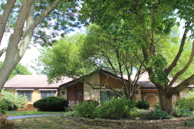 609 Maple Way N, Waukesha, WI 53188 (#1649028) :: RE/MAX Service First Service First Pros