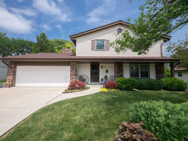15370 W Linfield Ln, New Berlin, WI 53151 (#1649426) :: RE/MAX Service First Service First Pros