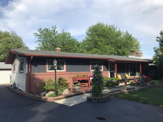 434 Hillview Cir, Waukesha, WI 53188 (#1649469) :: RE/MAX Service First Service First Pros