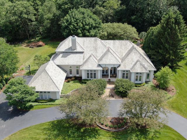 N17W30687 Woodland Hill Dr, Delafield, WI 53018 (#1649494) :: Tom Didier Real Estate Team