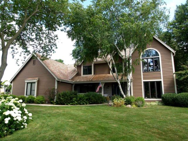 4480 S Sommerset Dr, New Berlin, WI 53151 (#1649517) :: RE/MAX Service First Service First Pros