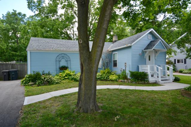 851 Armour Rd, Oconomowoc, WI 53066 (#1649622) :: RE/MAX Service First Service First Pros