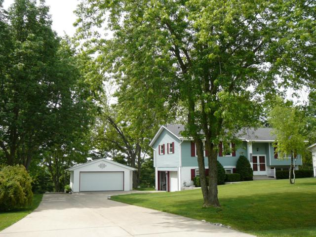 3173 Kettle Moraine Pkwy, Richfield, WI 53033 (#1649703) :: RE/MAX Service First Service First Pros