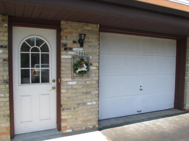 1906 River Dr, West Bend, WI 53090 (#1649732) :: RE/MAX Service First Service First Pros