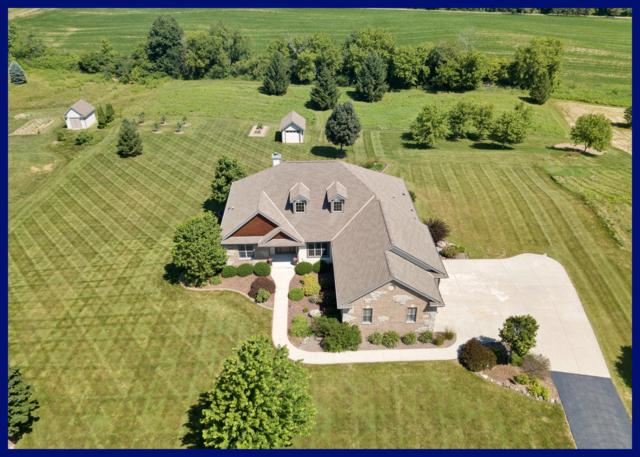 5270 Fox Hollow Dr, Richfield, WI 53027 (#1650338) :: RE/MAX Service First Service First Pros