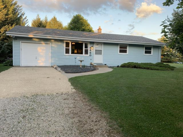6560 Glacier Dr, Barton, WI 53090 (#1651557) :: Tom Didier Real Estate Team