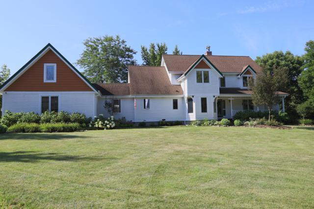 8925 Pleasant Valley Rd, Cedarburg, WI 53012 (#1652311) :: Tom Didier Real Estate Team