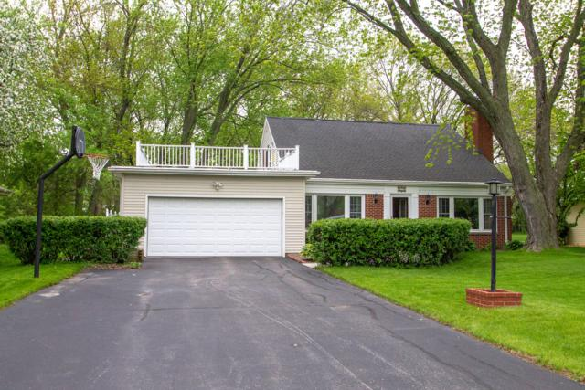 330 W Manor Cir, Bayside, WI 53217 (#1652788) :: RE/MAX Service First Service First Pros