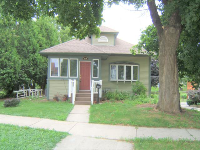 140 S Elmwood Ave, Burlington, WI 53105 (#1653898) :: Keller Williams