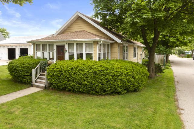 827 Clover St, Lake Geneva, WI 53147 (#1653924) :: Keller Williams