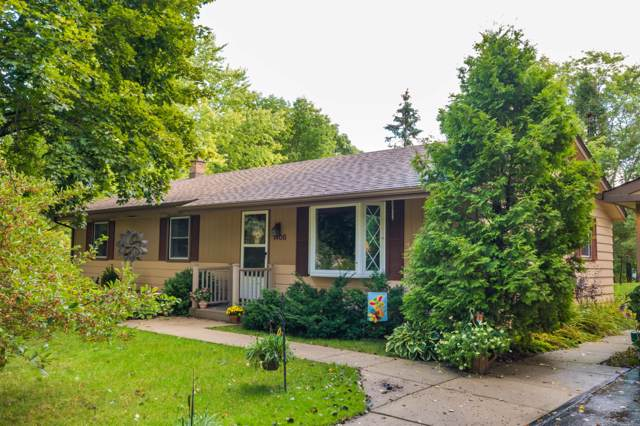 1408 Maple Dr, Richfield, WI 53033 (#1658274) :: RE/MAX Service First Service First Pros