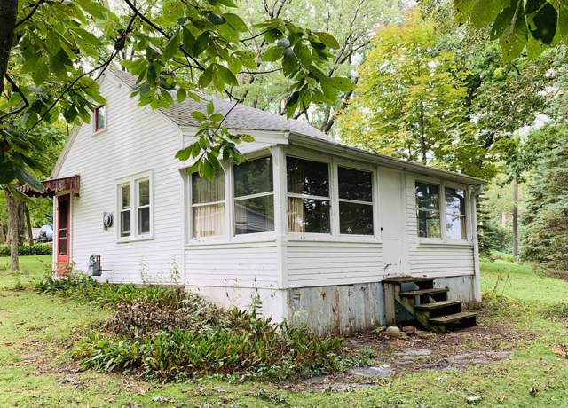 2818 Nagawicka Ave, Delafield, WI 53018 (#1658480) :: RE/MAX Service First