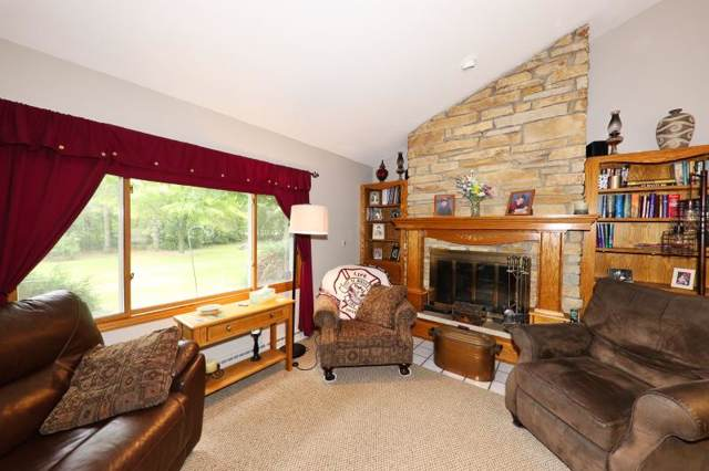 S40W27134 Stonegate Rd, Waukesha, WI 53189 (#1658540) :: RE/MAX Service First Service First Pros