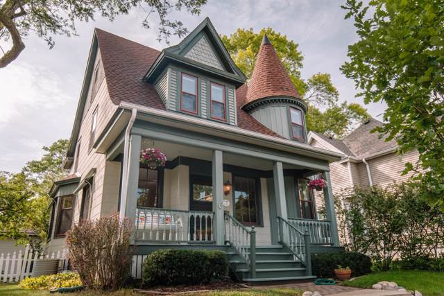 1105 Glenview Ave, Wauwatosa, WI 53213 (#1658593) :: RE/MAX Service First Service First Pros