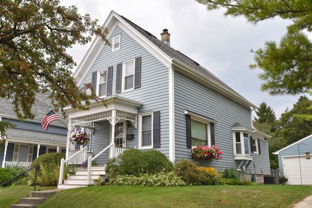 818 Washington St, Grafton, WI 53024 (#1658808) :: RE/MAX Service First Service First Pros