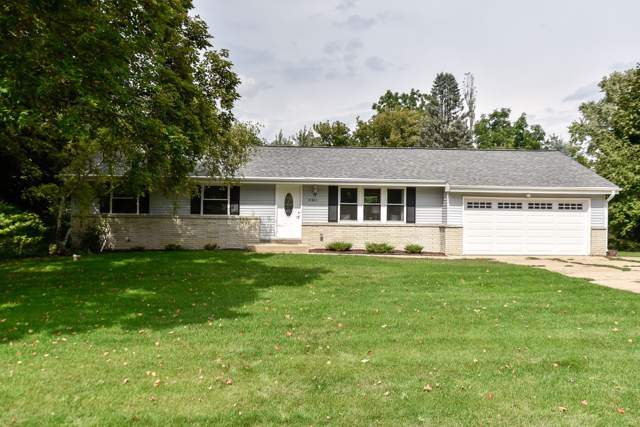 18260 W Thornapple Ln, New Berlin, WI 53146 (#1658814) :: RE/MAX Service First Service First Pros
