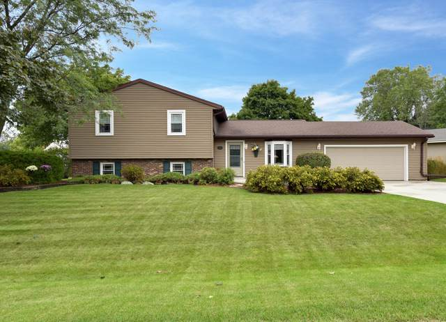 666 Heritage Ct, Grafton, WI 53024 (#1658840) :: RE/MAX Service First Service First Pros