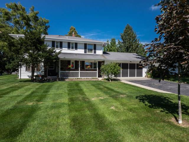 316 Macarthur Dr, Mukwonago, WI 53149 (#1658967) :: RE/MAX Service First Service First Pros