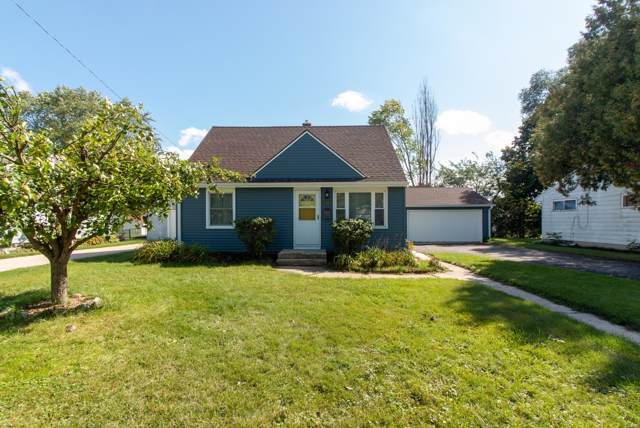 1138 3rd Ave, Grafton, WI 53024 (#1659028) :: RE/MAX Service First Service First Pros