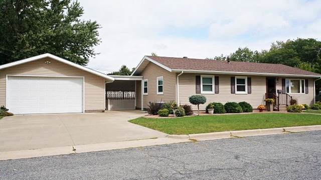 1017 Lake St, Onalaska, WI 54650 (#1659137) :: RE/MAX Service First Service First Pros