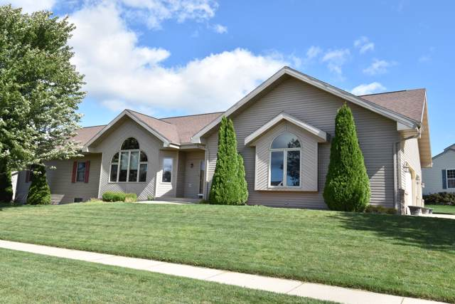 1325 Meadowbrook Dr, Watertown, WI 53098 (#1659142) :: eXp Realty LLC