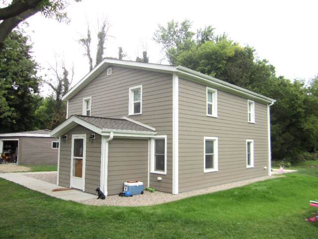 3512 County Road O, Saukville, WI 53080 (#1659500) :: RE/MAX Service First Service First Pros