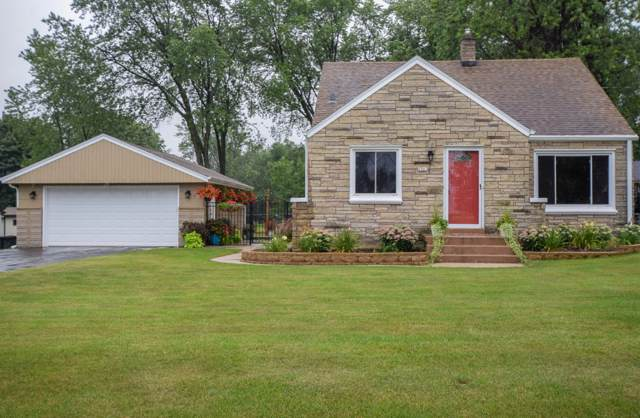 2901 W Cold Spring Rd, Greenfield, WI 53221 (#1659516) :: RE/MAX Service First Service First Pros