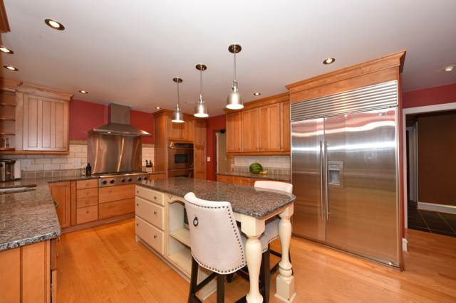 840 W Jonathan Ln, Bayside, WI 53217 (#1659610) :: RE/MAX Service First Service First Pros