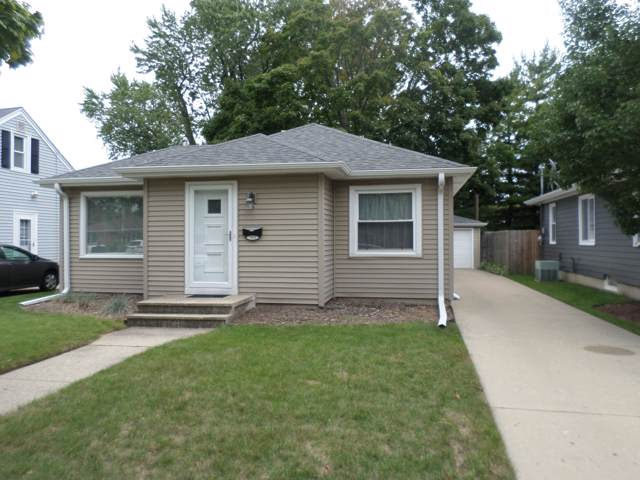 7621 18 Ave, Kenosha, WI 53143 (#1659625) :: Tom Didier Real Estate Team