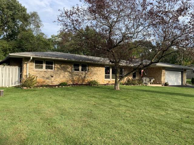 W190N4992 Sunset View Dr, Menomonee Falls, WI 53051 (#1659995) :: Tom Didier Real Estate Team
