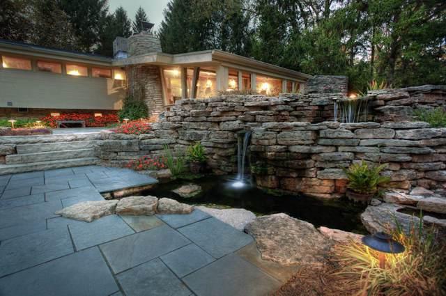 10146 N Cedarburg Rd, Mequon, WI 53092 (#1660048) :: Tom Didier Real Estate Team