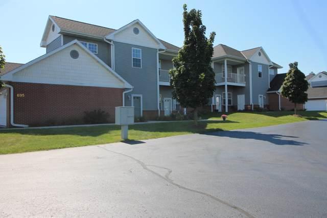 695 W Dekora St G, Saukville, WI 53080 (#1660101) :: Tom Didier Real Estate Team