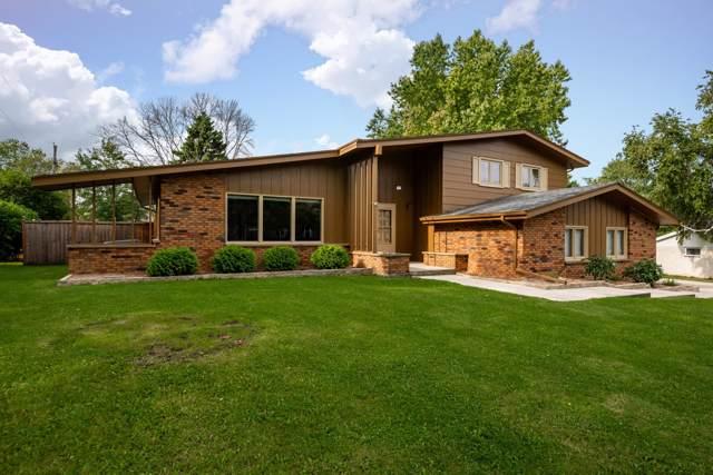 909 Crestview Dr, Port Washington, WI 53074 (#1660319) :: Tom Didier Real Estate Team