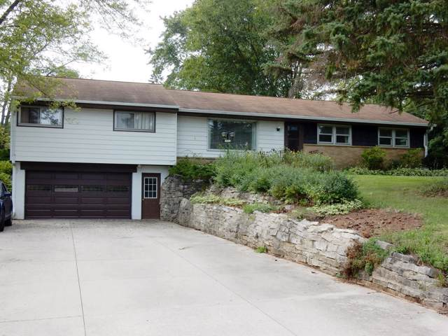 1105 Rolling Green Dr, Brookfield, WI 53186 (#1660355) :: eXp Realty LLC